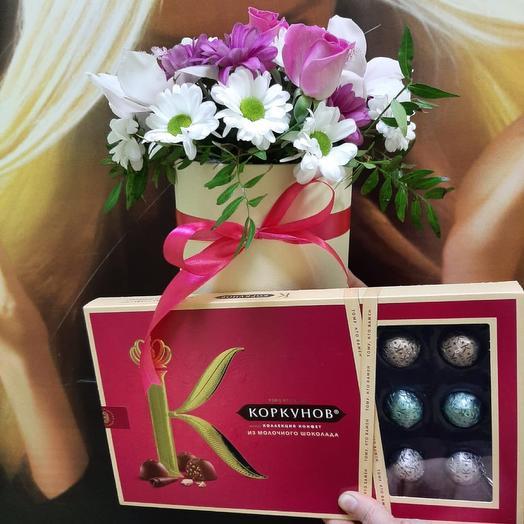 Цветы в коробке , с коробкой конфет