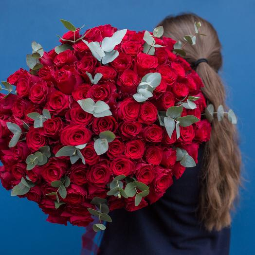 101 красная роза с зеленью