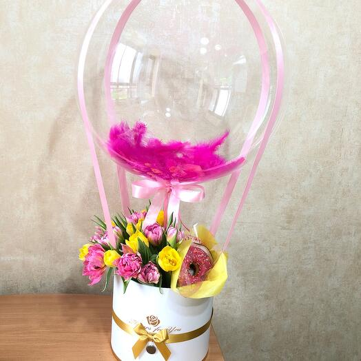 Тюльпаны с пончиками и воздушным шаром