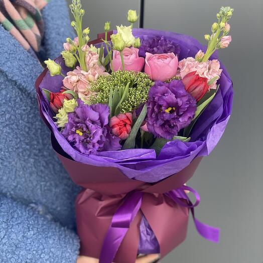 Букет Изабель из кустовой пионовидной розы, маттиолы и эустомы