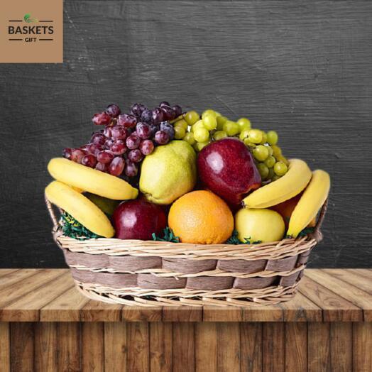 Продуктовая корзинка из фруктов