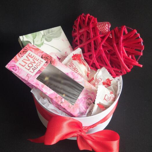 С любовью! Подарочный набор с чаем и сладостями