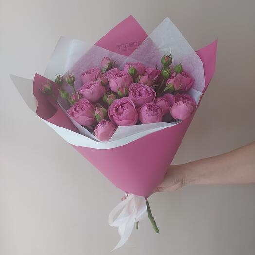 Моно букет из пионовидной кустовой розы