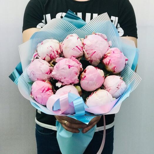 Розовые зефирные пионы