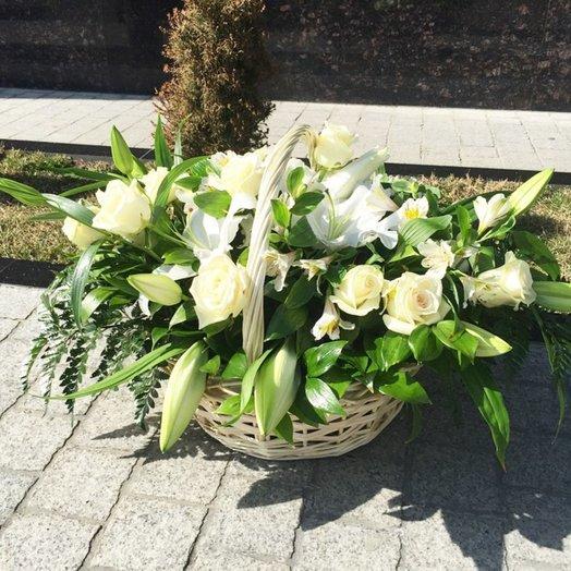 Корзина Аромат белых цветов: букеты цветов на заказ Flowwow