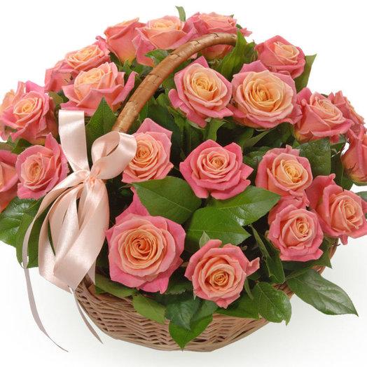 Корзина нежных роз: букеты цветов на заказ Flowwow