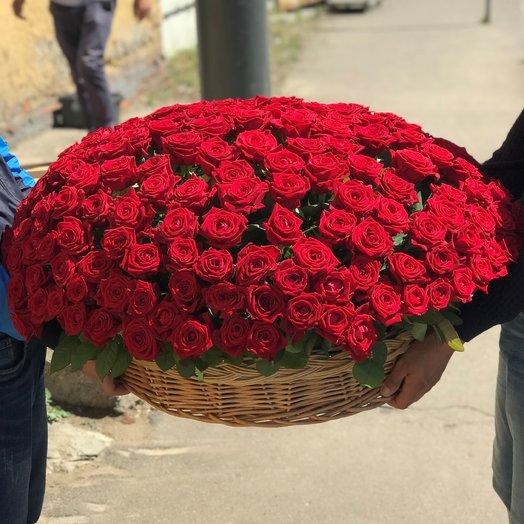 Корзины с цветами.  Красные Розы. 201 роза. N171