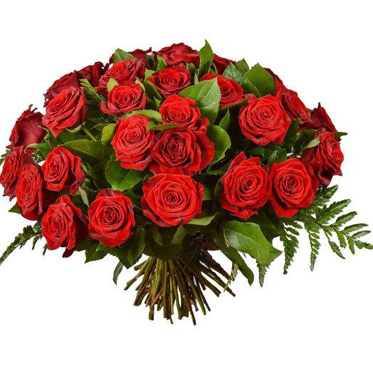 Розы и зелень: букеты цветов на заказ Flowwow