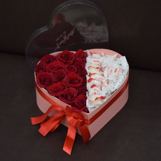 Розы в сердце с конфетами Raffaello