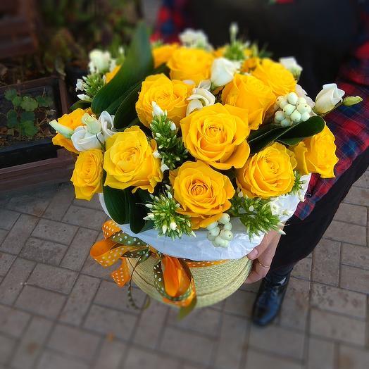Шляпная коробка с золотыми розами