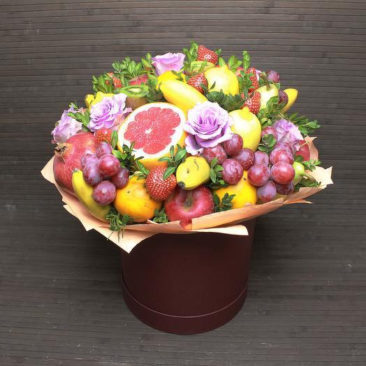 Фруктово-цветочный букет в шляпной коробке: букеты цветов на заказ Flowwow