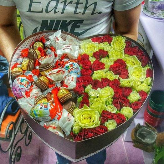 Большая коробка с шоколадом и розами