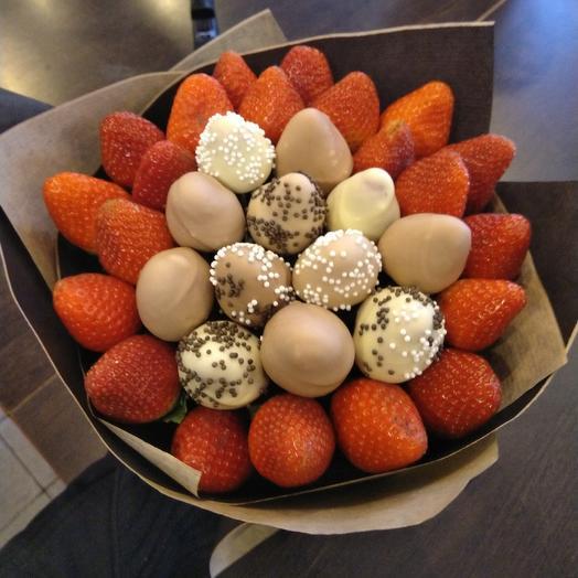 Сладкий букет с клубникой в шоколаде: букеты цветов на заказ Flowwow