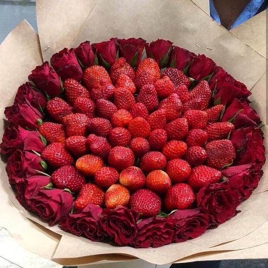 Клубничный букет «Незабываемый»: букеты цветов на заказ Flowwow