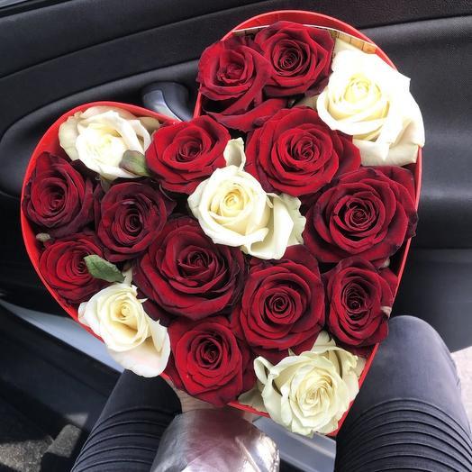 17 роз в коробке-сердце: букеты цветов на заказ Flowwow