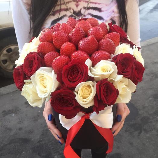 Коробочка из клубники и роз: букеты цветов на заказ Flowwow