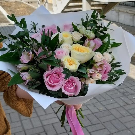 Букет из роз, альстромерии, Весна