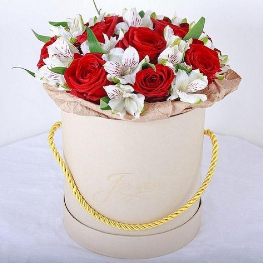 """Коробка с розами и альстромериями """"Инь Янь"""": букеты цветов на заказ Flowwow"""