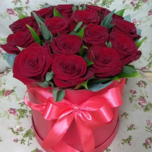 Розы в шляпной коробке