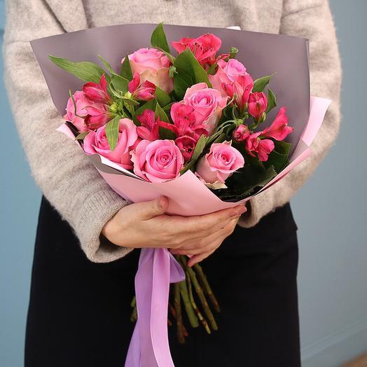 Букет из 7 розовых роз и 5 розовых альстромерии