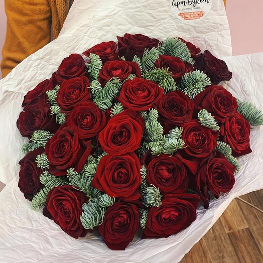 Букет красных роз с нобилисом