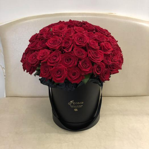 101 красная роза в чёрной шляпной коробке