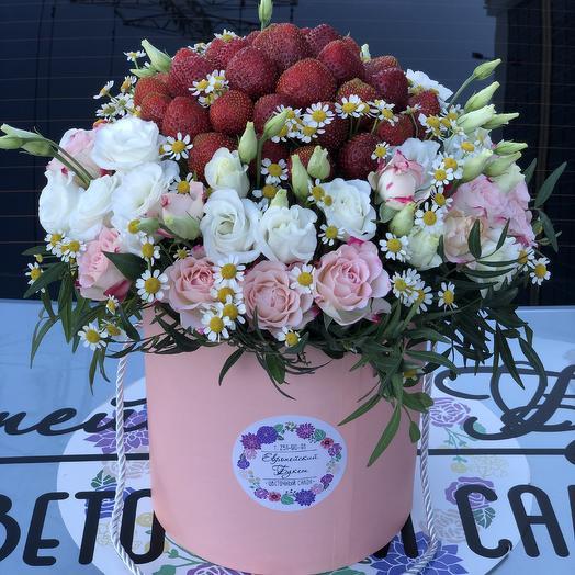 Клубничное наслаждение: букеты цветов на заказ Flowwow