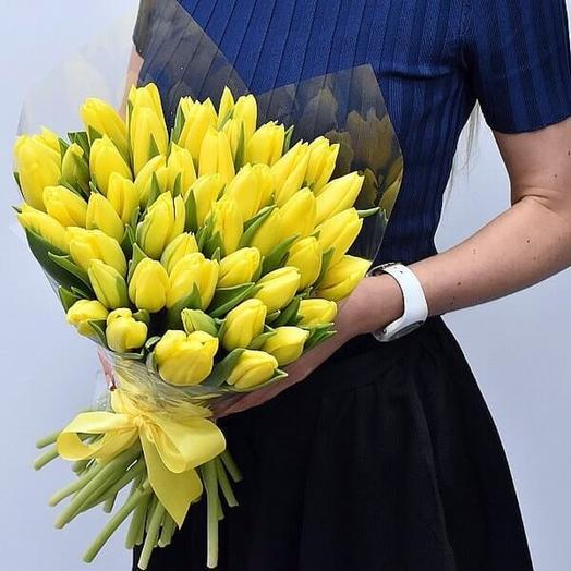 Букет 35 желтых тюльпанов: букеты цветов на заказ Flowwow