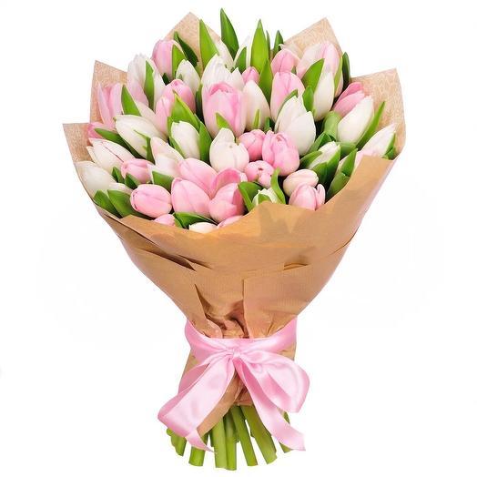 Букет из белых и розовых тюльпанов: букеты цветов на заказ Flowwow