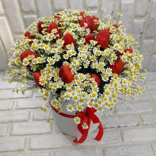 Ромашки с клубникой: букеты цветов на заказ Flowwow