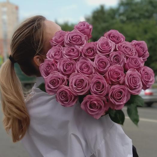 25 сиреневых роз на ленте
