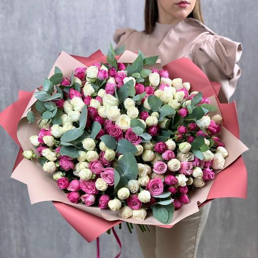Букет кустовых пионовидных роз