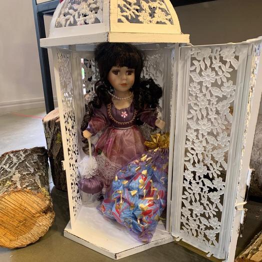 Кукла из фарфора