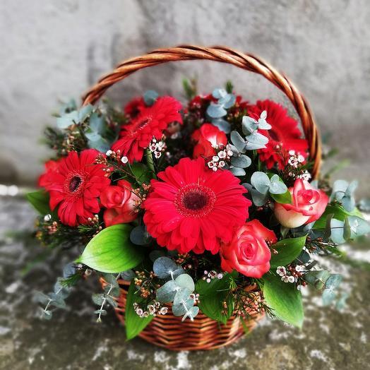 Basket of roses and gerberas