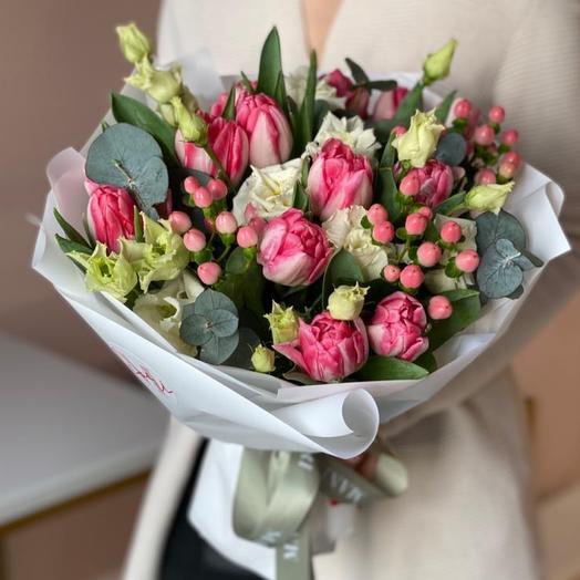 Букет из нежных пионовидных тюльпанов