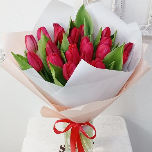 25 шикарных красных тюльпанов