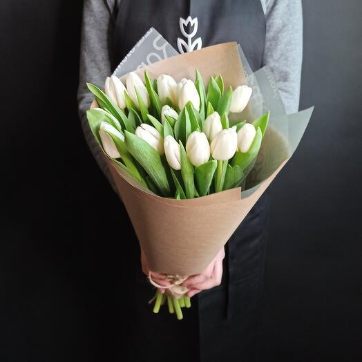 15 белоснежных тюльпанов
