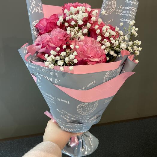 Букет из 5 пионовиднвх роз