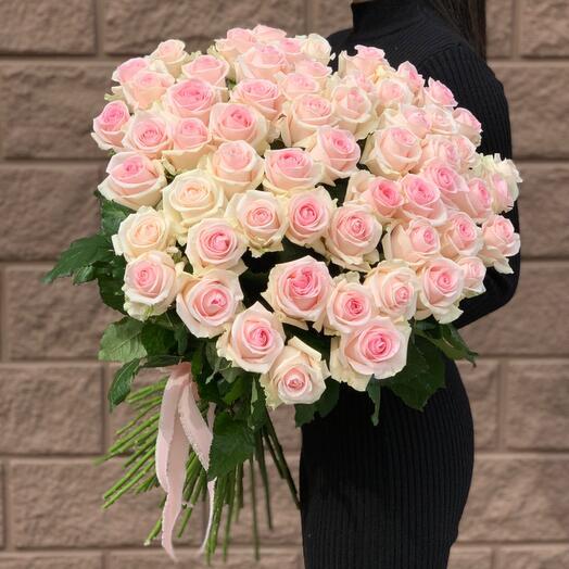 59 Розовых роз «Свит-ревиваль»