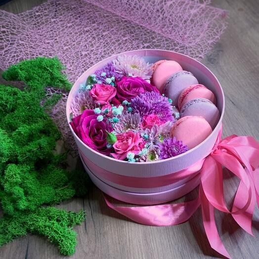 Цветы в коробке M