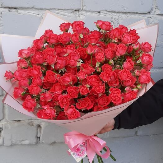 Шикарный букет кустовой розы