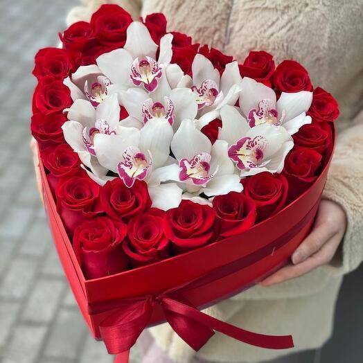 Luxe Розы с белой орхидеей