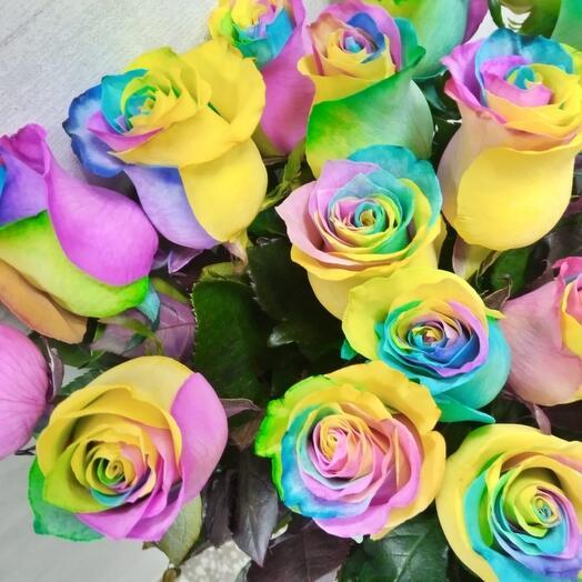 11 радужных роз
