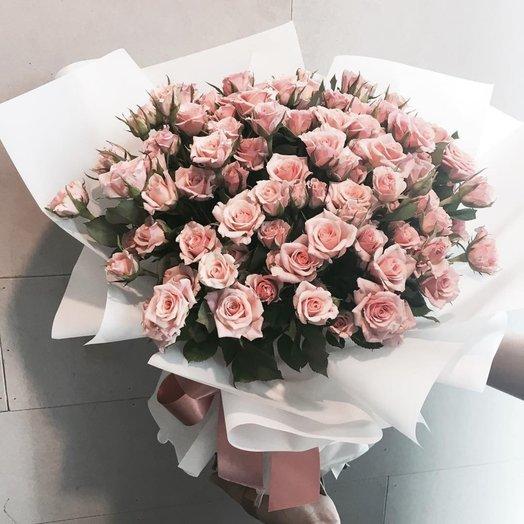 Розовые розы в крафте: букеты цветов на заказ Flowwow