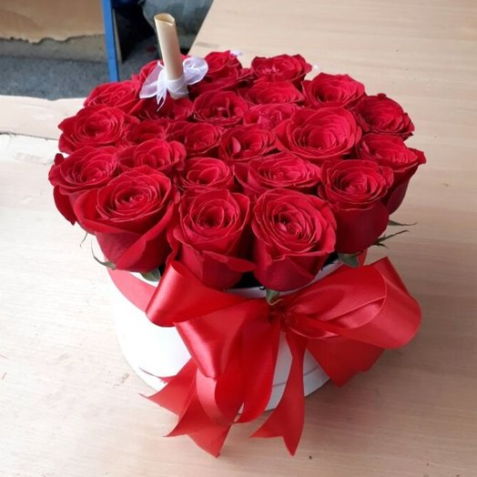 Цветочная коробка maison de f eurs 25 роз