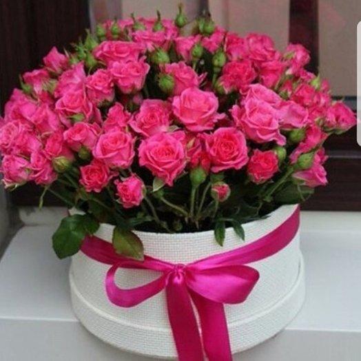 Шляпная коробка из кустовых роз: букеты цветов на заказ Flowwow
