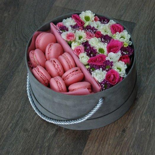 Коробочка с макарунами : букеты цветов на заказ Flowwow