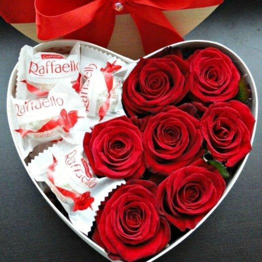 Композиция в коробке Сладкое сердце: букеты цветов на заказ Flowwow