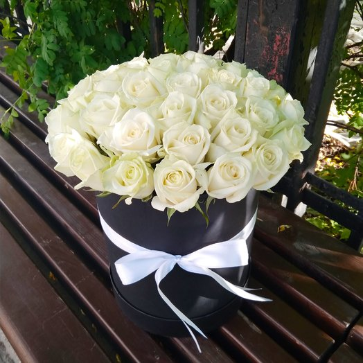 31 white roses in a black hatbox