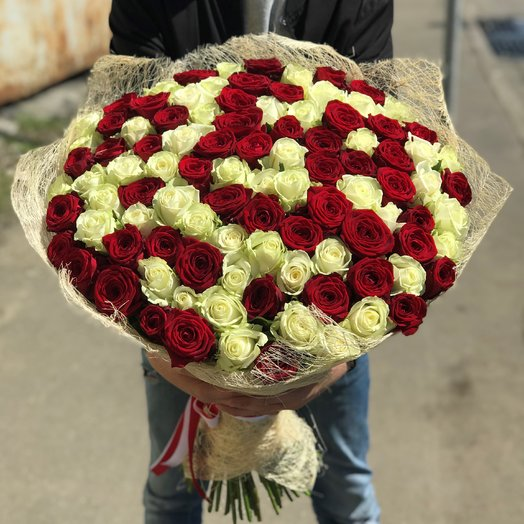 Букет из  101 розы ( 60 см ) Красная и белая роза N118: букеты цветов на заказ Flowwow
